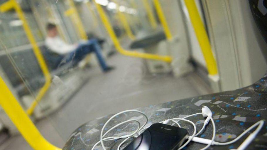Das Handy muss in der U-Bahn nicht mehr nutzlos sein, bald sollen wir flächendeckend im Berliner Untergrund im Internet surfen können.