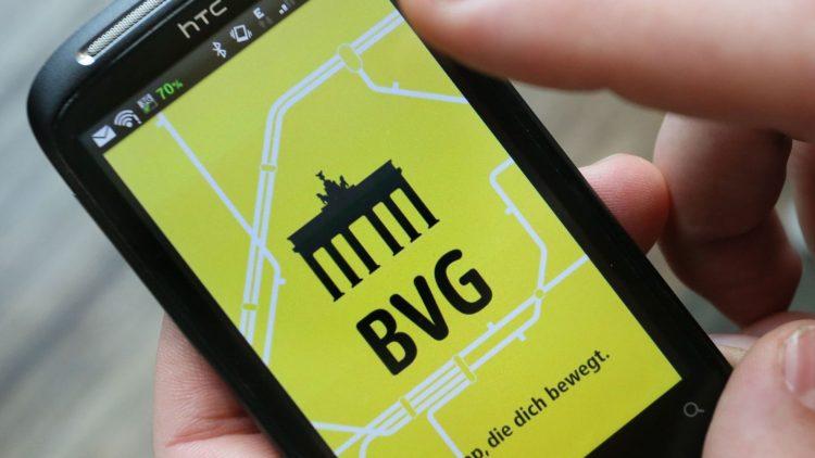 Mit dem neuen Wlan der BVG kannst du dir sicher auch die App der Verkehrsbetriebe entspannt aufs Handy laden.