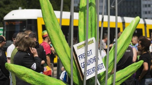 Kifferstadt Berlin. Die Hanfparade demonstriert für die Legalisierung von Cannabisprodukten.
