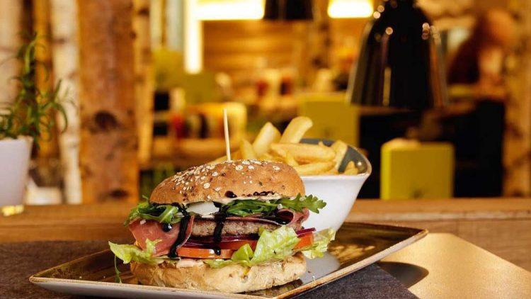 """Die Lust auf guten Burger ist groß. Darum gab es in Berlin gleich drei """"Hans im Glück""""- Filialen."""