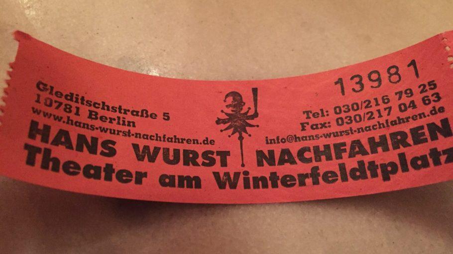 Auf dem Ticket des Hans Wurst Nachfahren Theaters stehen alle wichtigen Infos.