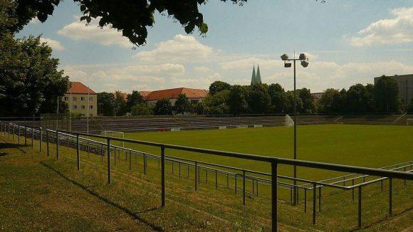 Im Hans-Zoschke-Stadion rollt am Samstag der Ball für sozial benachteilitgte Kinder.