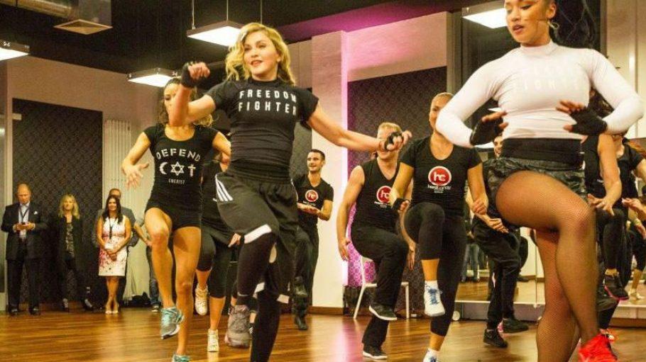 So sieht Training mit Madonna (Mitte) aus - natürlich ist die Gute normalerweise eher nicht vor Ort.