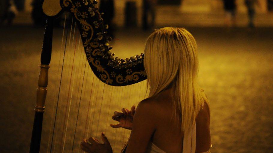 Samstag sind die Harfen los. Weil das Goldstück Instrument des Jahres 2016 ist, wird am 10. Juni musikalisch geflashmobt.