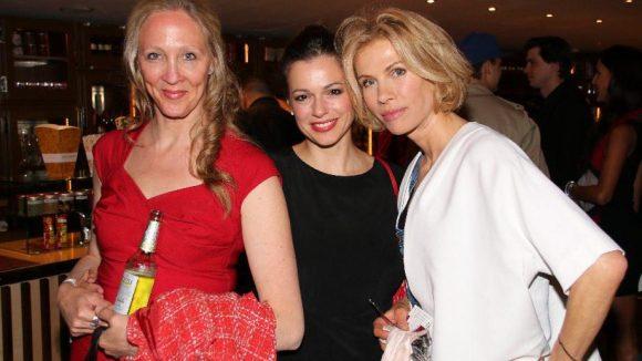 ... Anka Karmanski, Suzan Anbeh und Ninon Bohm (v.l.), drei Freundinnen und Kolleginnen von Hauptdarstellerin Valentina Sauca, ...