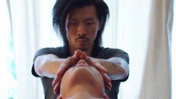 Ardian hat eine eigene Massage erfunden und nach sich selbst benannt. Die Hartono Massage ist also einizigartig in Berlin.