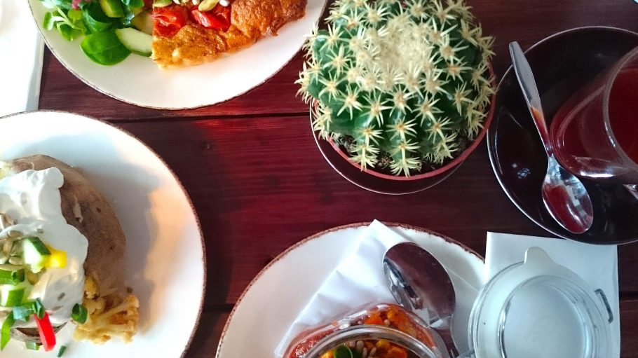 Ofenkartoffel, Chili con Carne oder Gemüse-Quiche: Im #Hashtag Coffee-Shop werden hausgemachte, schmackhafte Gerichte von Köchin Pamela aufgetischt.