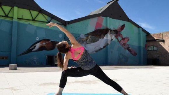 Für Yoga-Begeisterte steigen Sonntag-Morgen regelmäßige Sessions.Namaste!