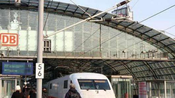 Am Berliner Hauptbahnhof bröckelt das Dach.