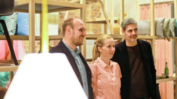 Designer Rolf Hay zusammen mit den marron-Inhabern Sandra Baumer und Thomas Schultz