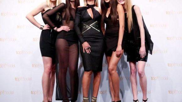 """Ganz in Schwarz: Heidi Klum präsentierte die Finalistinnen der aktuellen Staffel von """"Germany's next Topmodel"""" (GNTM), Sabrina (v.l.), Luise, Lovelyn und Maike."""
