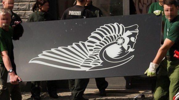 Die Berliner Hells Angels sind Geschichte. Polizeibeamte beschlagnahmen heute in der Hauptstadt die Insignien des Rockerclubs.