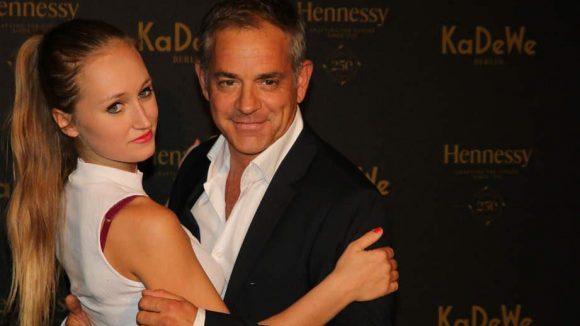 Schauspieler Florian Fitz mit seiner jungen Freundin Tatjana Thinius.