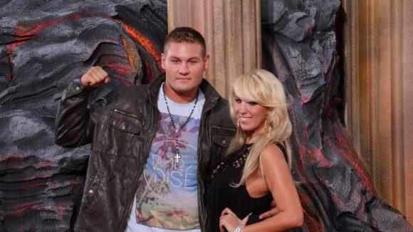 """Sängerin Annemarie Eilfeld (bekannt durch """"DSDS"""") posiert mit ihrem neuen Freund, Schwergewichtsboxer Tom Schwarz."""