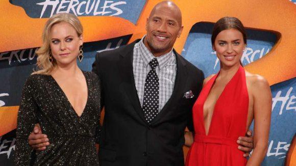 """""""Hercules"""" Dwayne Johnson zwischen seinen Co-Stars Ingrid Bolso Berdal (l.) und Irina Shayk (""""Megara"""")."""