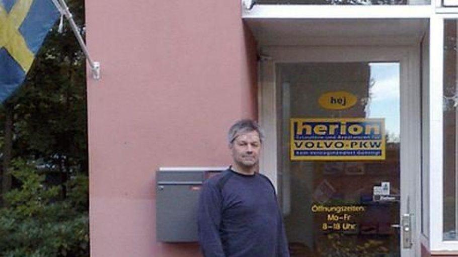 Markus Herion hat sich mit seinem Betrieb ganz auf die schwedische Automarke Volvo spezialisiert - auch für Oldtimer beschafft er Ersatzzeile.
