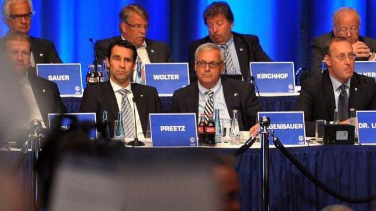 Gestern im ICC: Michael Preetz und Werner Gegenbauer erwarten das Votum der Hertha-Mitglieder.