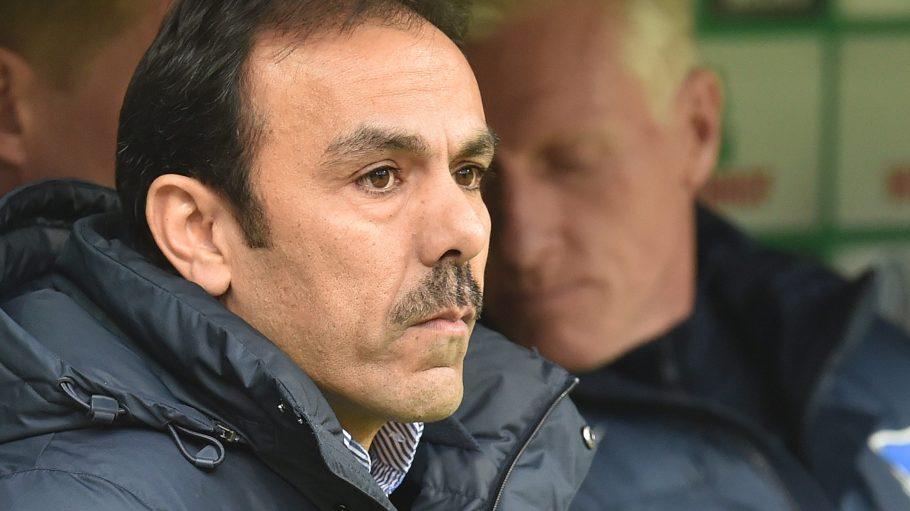 Der Stuhl von Hertha-Trainer Jos Luhukay wackelt allmählich, nicht nur bei den Fans.