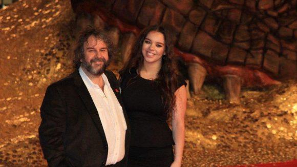 """Peter Jackson ließ es sich nicht nehmen, den zweiten Teil der """"Hobbit""""-Trilogie selber vorzustellen. Ihn begleitet Tochter Katie."""