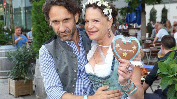 """... sowie Schauspieler Falk-Willy Wild und Barbara Engel, die zuletzt bei """"Ich bin ein Star - Lasst mich wieder rein"""" zu sehen war."""