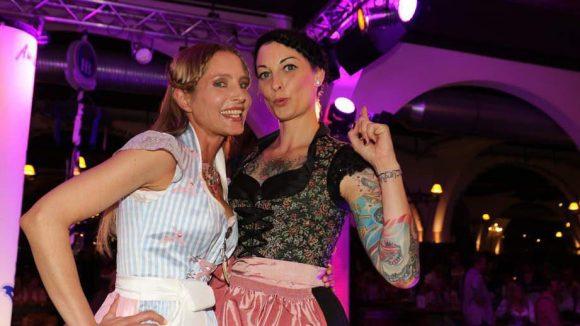 Auch guter Laune waren Schauspielerin Florentine Lahme (l.) und Moderatorin Lina van de Mars.