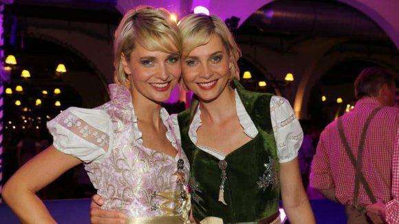 Und auch zwei waschechte Zwillinge hatte das Berliner Oktoberfest zu bieten: Nina (l.) und Julia Meise, bekannt unter anderem aus der Ratiopharm-Werbung.