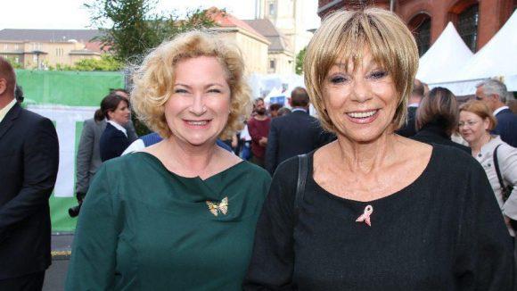 Zwei echte Multitalente: Autorin und Comedy-Star Gabi Decker (l.) mit Schauspielerin Judy Winter.