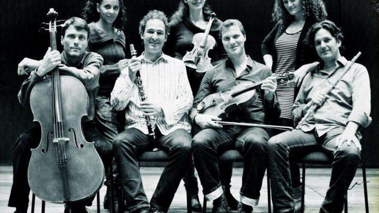"""Das Horenstein Ensemble spielt """"Music from behind the lines""""."""