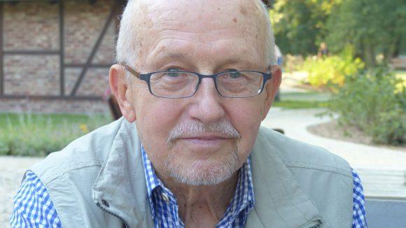 Horst Milde ist stolze 77 Jahre alt und läuft immer noch jeden zweiten Tag für eine Dreiviertelstunde durch Tempelhof.