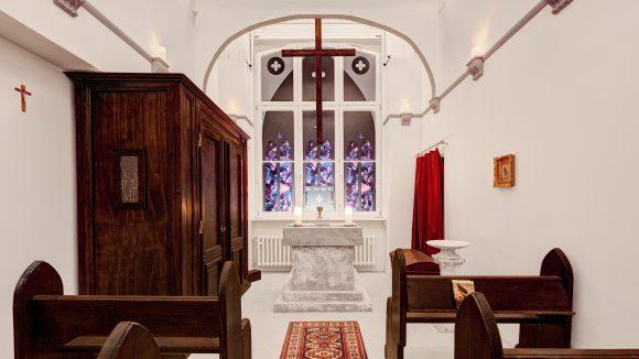 """Ach du lieber Himmel! Im Escape Room von """"House of Tales"""" findest du spannende Themenräume, wie die Illuminati-Kirche."""