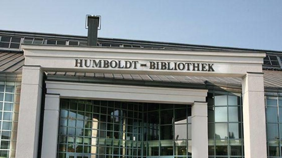 Der architektonisch anspruchsvolle Bibliotheksbau ist nach den Gebrüdern Humboldt benannt.