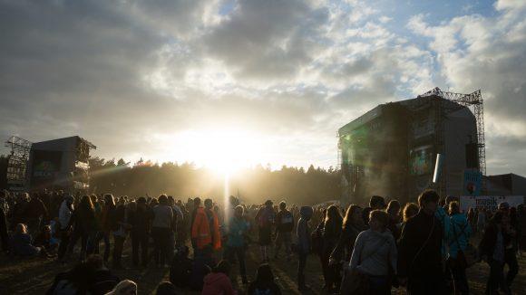 Erst nach dem Sonnenuntergang rockten Seeed die Green Stage, zeitgleich spielten Moderat auf der White Stage.