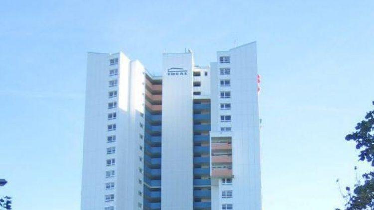 Im 30. Stock des Ideal-Hochhauses kann man anlässlich von 50 Jahren Gropiusstadt drei Wochen lang Cocktails schlürfen.