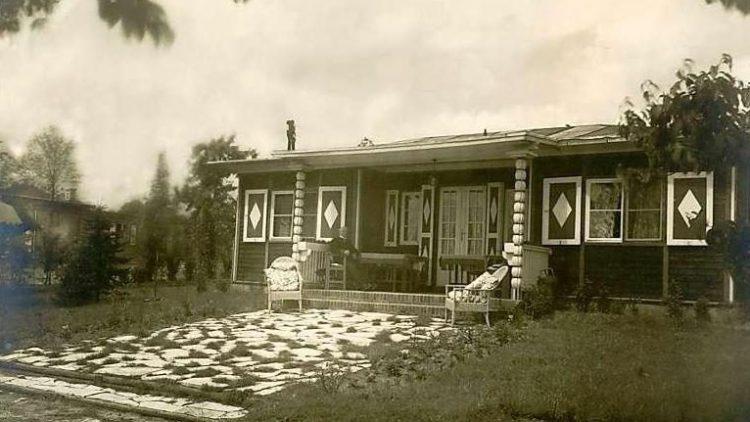 Idyll am Rand der Großstadt. Das Haus - hier eine Aufnahme aus den 20er Jahren - entstand auf einer Obstplantage am Glienicker See zwischen Potsdam und Berlin-Spandau.