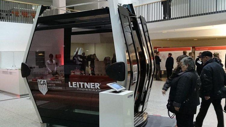 In der Markthalle steht auch eine Kabine der künftigen IGA-Seilbahn zur Ansicht.