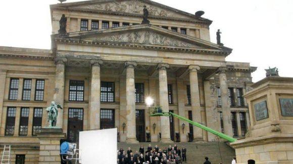 """Szenen des Films """"Around the world in 80 Days"""" (In 80 Tagen um die Welt) wurden im Mai 2003 am Gendarmenmarkt gedreht."""