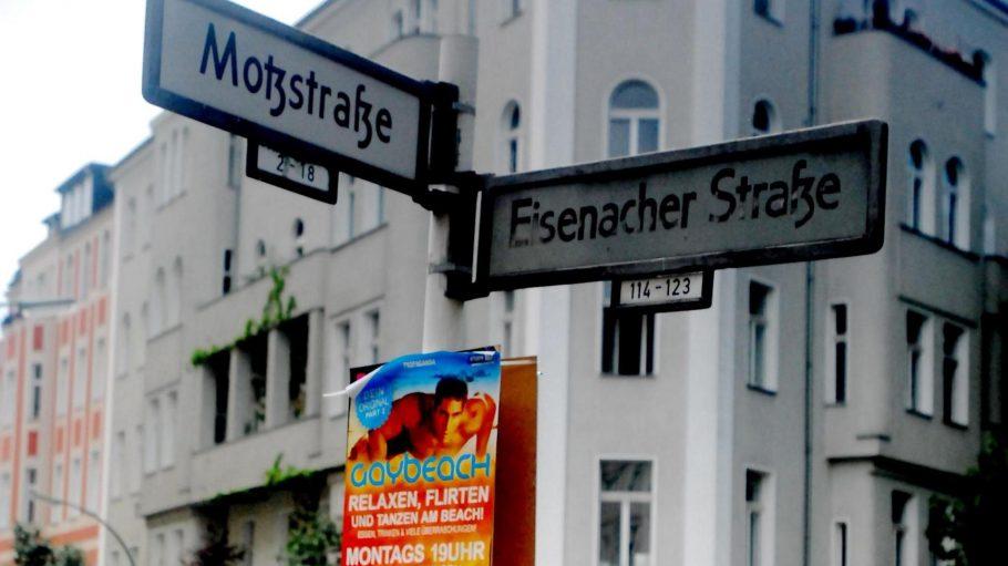 In der Motzstraße in Schöneberg bekommt Volker Beck trotz des Drogen-Skandals Zuspruch.