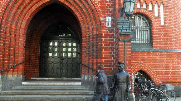 In der Nähe des Hauptmanns von Köpenick parkt man auch künftig gratis.