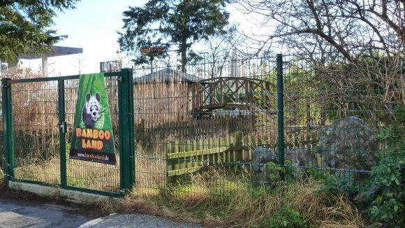 Der Indoorspielplatz Bambooland in Steglitz: Sollte es den Kids innen jemals zu bunt werden, können sie sich draußen im Grün erholen.