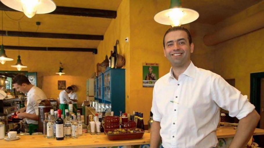 Inhaber Athanasios Gortsas und sein Team freuen sich täglich ab 17 Uhr auf ihre Gäste. Die Restaurantkritik von Elisabeth Binder findet ihr hier.
