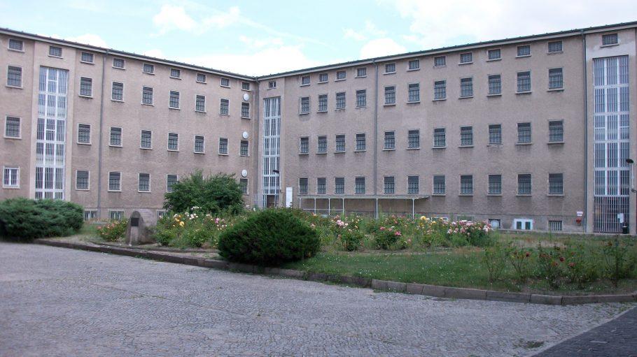 Das ehemalige Stasi-Gefängnis lockt zahlreiche Geschichtsinteressierte nach Lichtenberg.