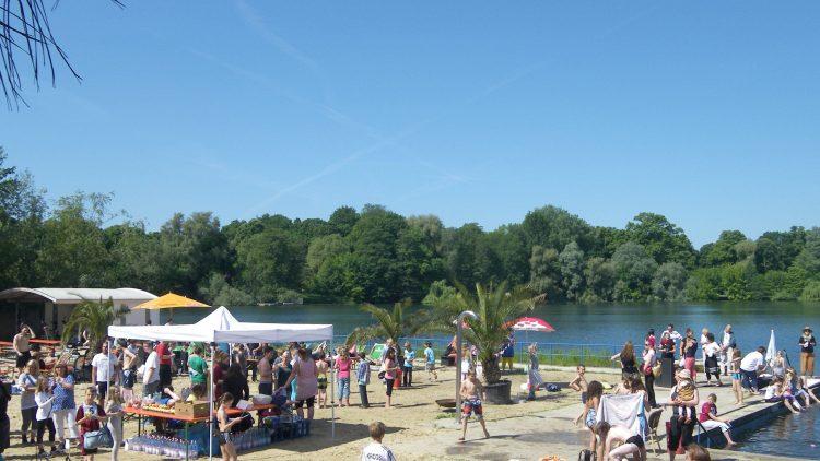 Der 1. integrative Triathlon fand am Weißen See statt. Circa 138 Kinder aus derStephanus-Schule und der Grundschule am Weißensee mitgemacht.