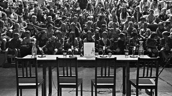 Neben den Autoren nimmt in diesem Jahr auch die Weltpolitik ihren Platz auf dem Podium ein.