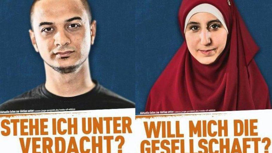 """Zwei der aktuellen Plakate der Aktion """"Eins durch 7. Du zählst mit""""."""