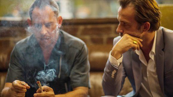 In Lommbock rauchen Moritz Bleibtreu als Kai und Lucas Gregrowicz aka Stefan um die Wette. Schon wieder ...