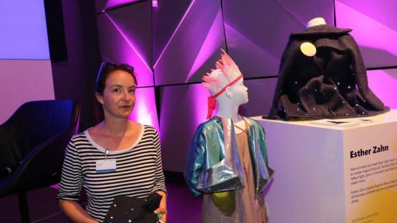 Bei Microsoft in Mitte präsentierten Designerinnen ihre Entwürfe für die Verbindung von Mode und IT. Darunter waren Esther Zahn ...