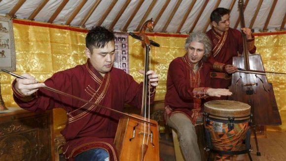 Ob Bollywood-Tanzkurs, arabischer Basar oder traditionelle Musik aus der Mongolei - auf der ITB Berlin können Besucher fremden Kulturen begegnen.