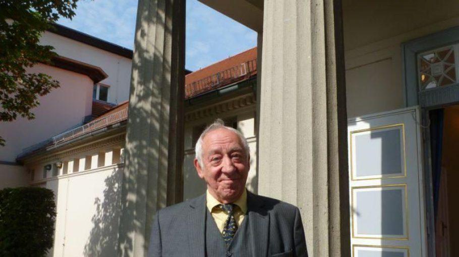Didi Hallervorden lädt zum Saison Aus- und Rückblick in sein Schlossparktheater.