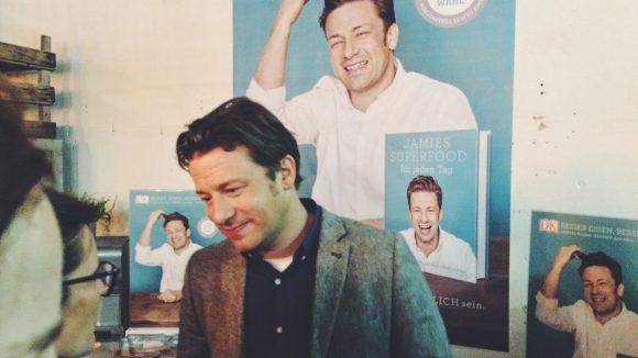 Jamie Oliver bleibt trotz andauernder medialer Belagerung entspannt und charmant.