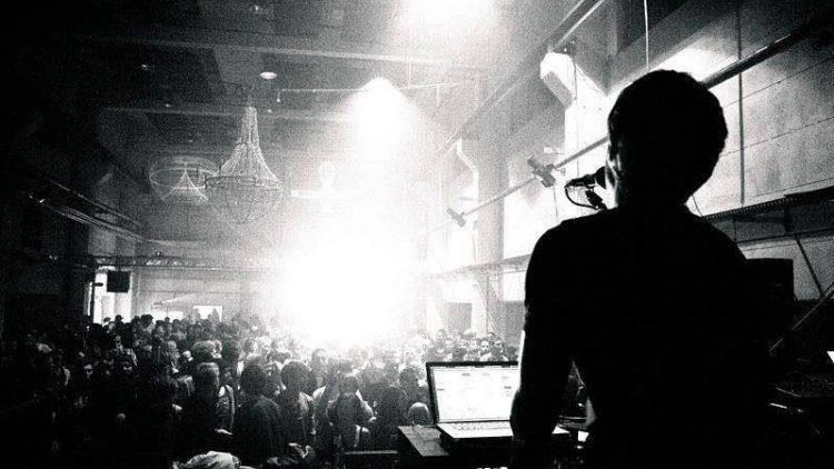 Ob mit oder ohne Band, bei Burning Man oder live im Club: Jan Blomqvist bringt immer gute Laune und tanzbare Musik.
